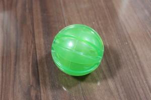 ボール型の犬のおもちゃ