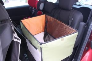車の後部座席にドライブ用ボックスを設置